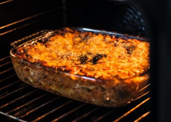 Macaroni and meat ( bashamel